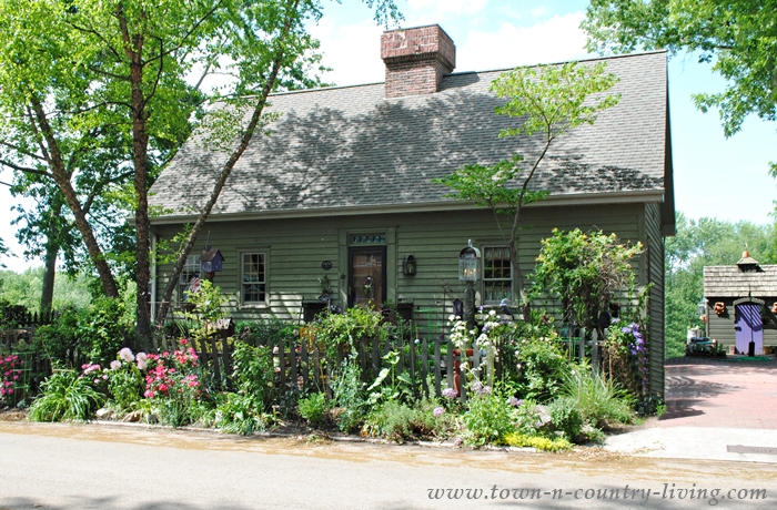 Cape Cod with Cottage Garden