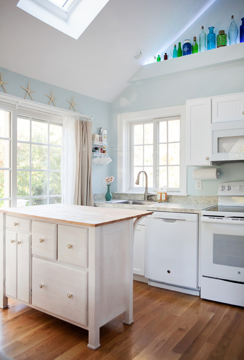 Beach Style Cottage Kitchen