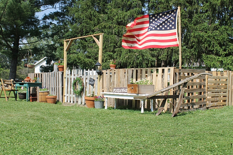 Garden with DIY Pallet Fence