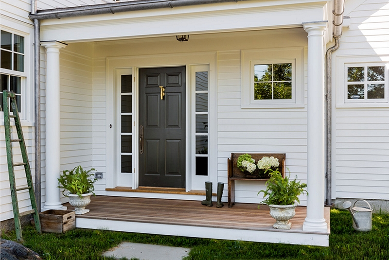Colonial Farmhouse Entry
