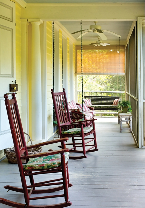 Expansive Porch in Charleston, South Carolina