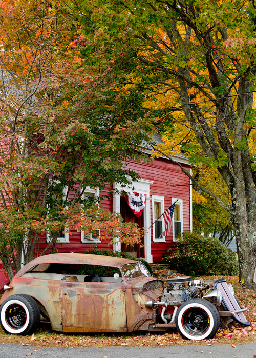 Rusty Car Adds Colors of Fall