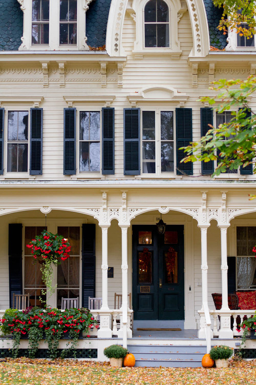 Victorian Home with Simple Fall Decor