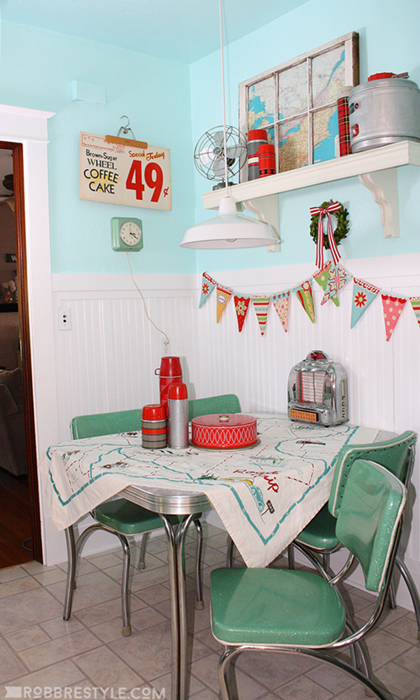 Retro Breakfast Nook