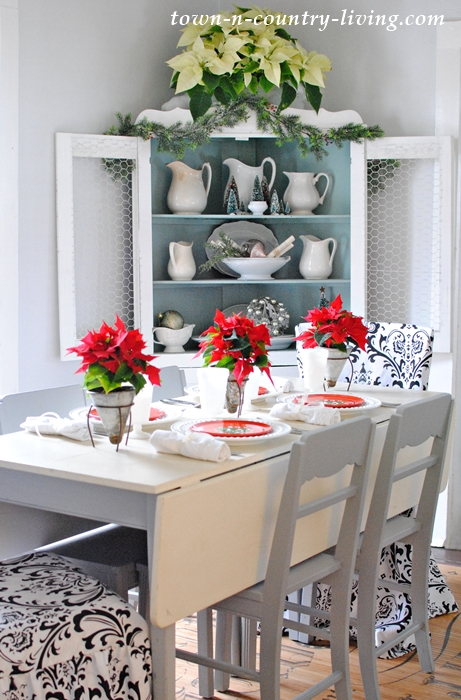 Christmas Brunch Table Setting with Teacup Poinsettias