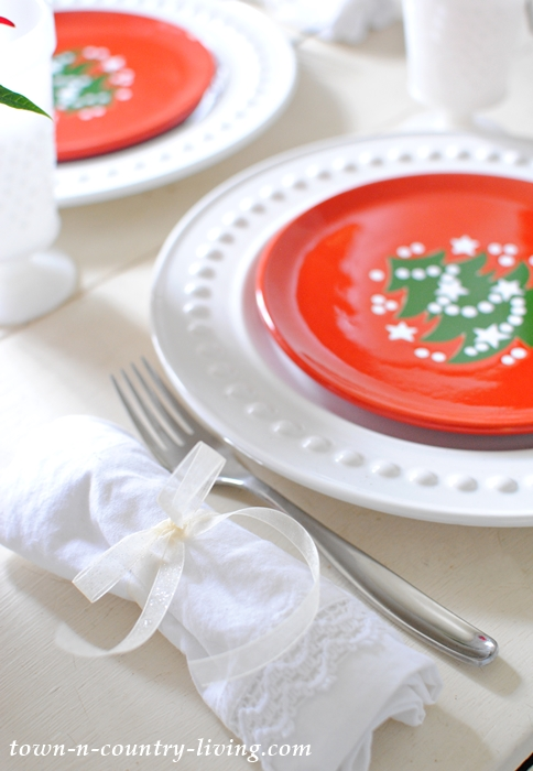 Simple Place Setting for Christmas Brunch