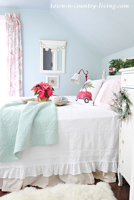 Simple Holiday Touches Create a Christmas Bedroom