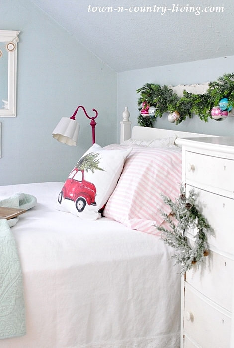 Farmhouse Christmas Bedroo
