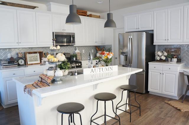 White Kitchen in Farmhouse Style