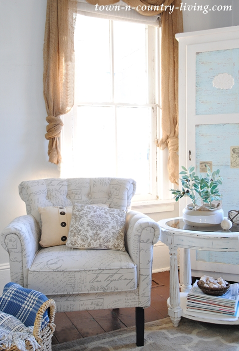 Beautiful Script Chair with Tufting