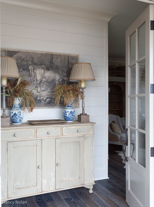 Neutral Tones in a Traditional Entryway