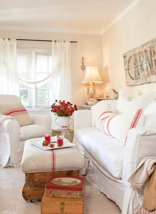 Shabby Chic Vintage Cottage in Red and White