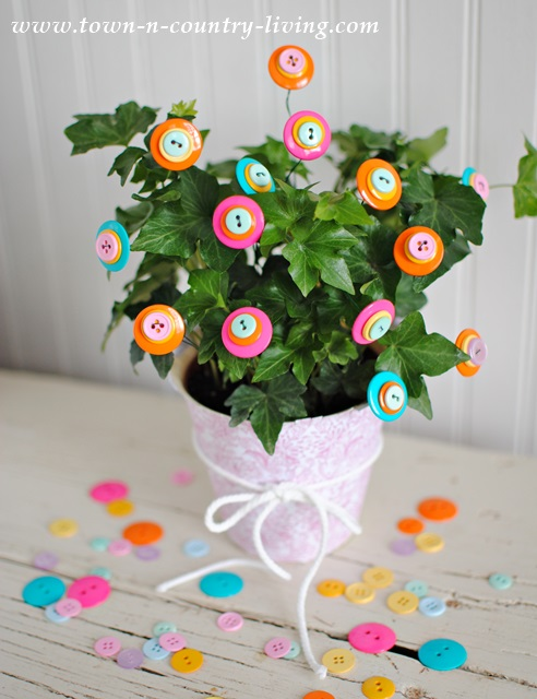 Colorful Button Flowers. houseplants, ivy, english ivy, plant decorating ideas, button craft