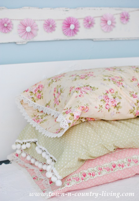 Lace Trimmed Vintage Pillowcases. sewing, spring decor, DIY, fabric, bedroom, bedding