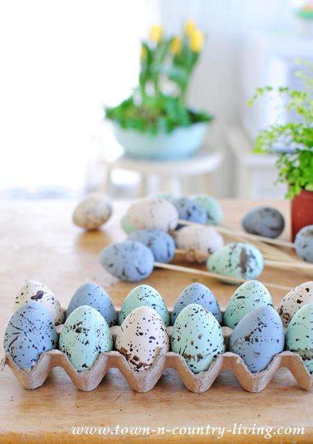 DIY Speckled Eggs. Easter crafts, Easter eggs, DIY, crafts, spring crafts, spring decor, Easter decorating.