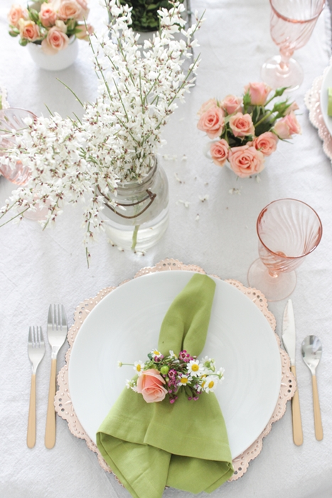 Spring Tablescape by Shades of Blue Interiors  sc 1 st  Town u0026 Country Living & 12 Spring Table Setting Ideas - Town u0026 Country Living