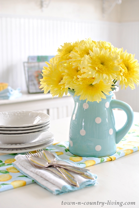 spring bouquet, yellow flowers, polka dot pitcher, farmhouse flowers, farmhouse style