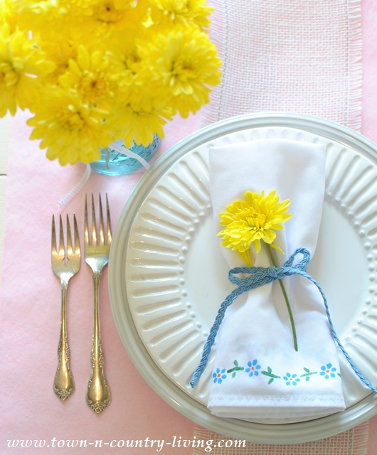 Stenciled Napkins. DIY, craft, spring decor, table setting, tablescape