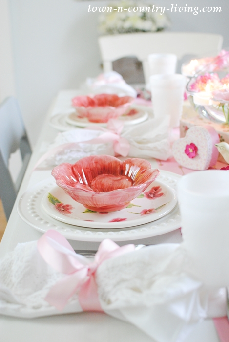 pink and white table setting, spring decor, spring tablescape, spring decorating ideas