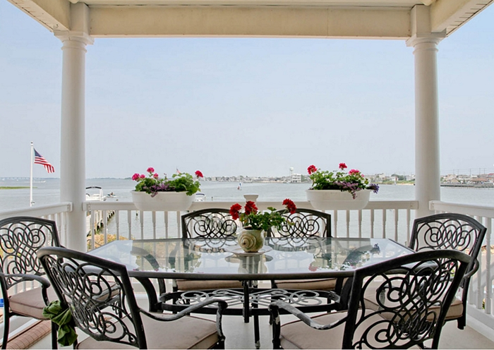 Photo by Rikki Snyder http://www.houzz.com/photos/1267257/Bedroom-beach-style-porch-other