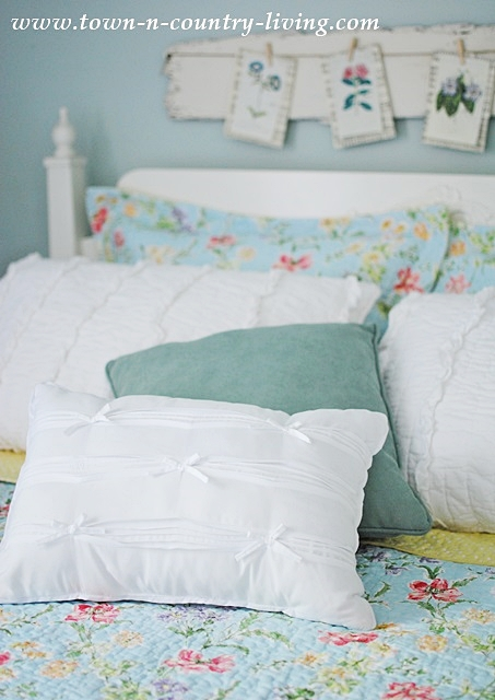 bedroom pillows, decorating with pillows