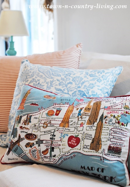 New York City pillow, decorating with pillows, mixing pillow patterns