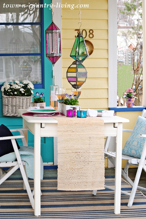 spring porch dining, dining al fresco, spring table setting, tablescape,