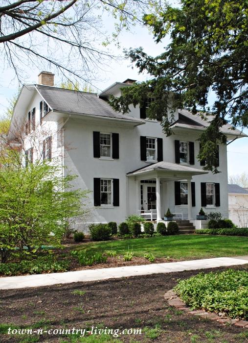 white house, historic home, stucco home, Geneva, Illinois