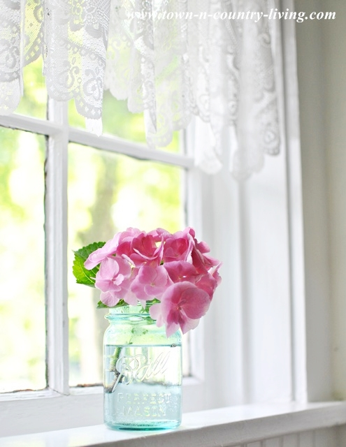 pink hydrangea, kitchen window sill, farmhouse kitchen, window decor
