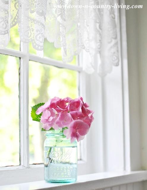 pink hydrangea, kitchen window sill, farmhouse kitchen, window decor