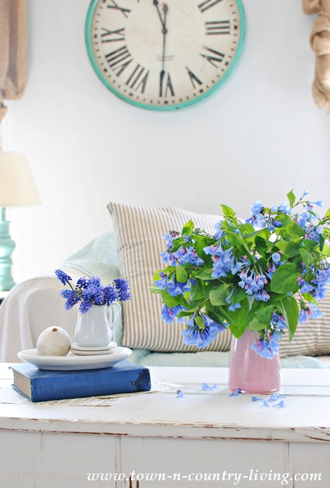 Virginia bluebells, grape hyacinth, decorating with flowers, floral arrangement, farmhouse style