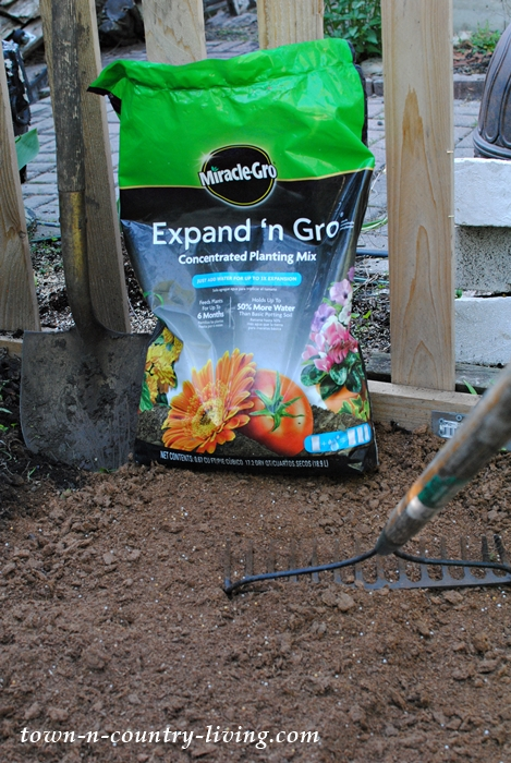 planting tips, gardening, preparing soil, flower gardening