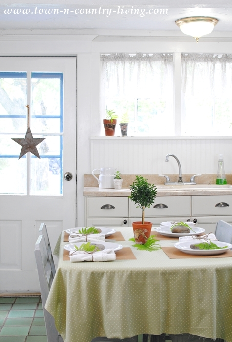summer kitchen table setting