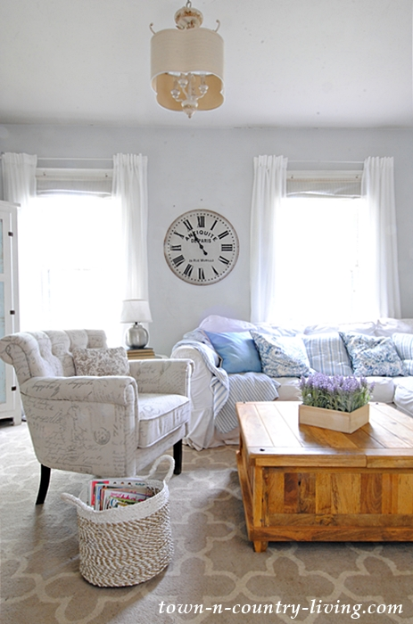 summer family room, farmhouse living room