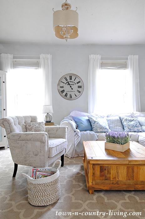 summer family room, farmhouse living room