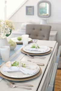Summer Table Setting for Entertaining