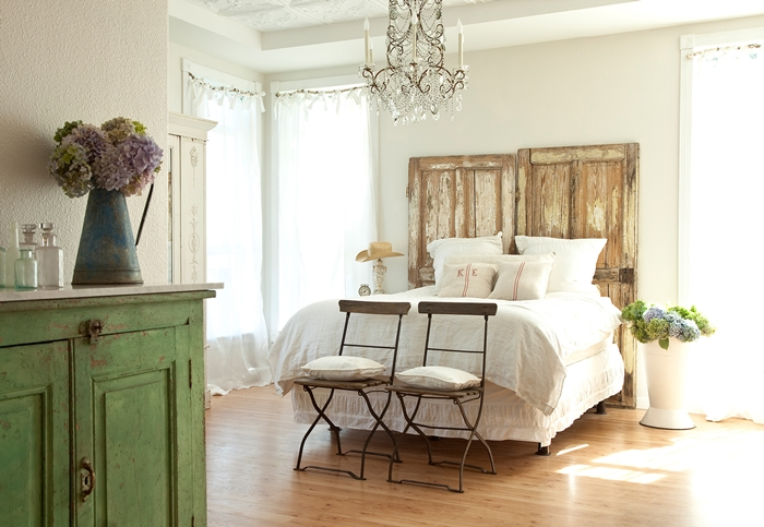 Romantic prairie style bedroom by Fifi O'Neill