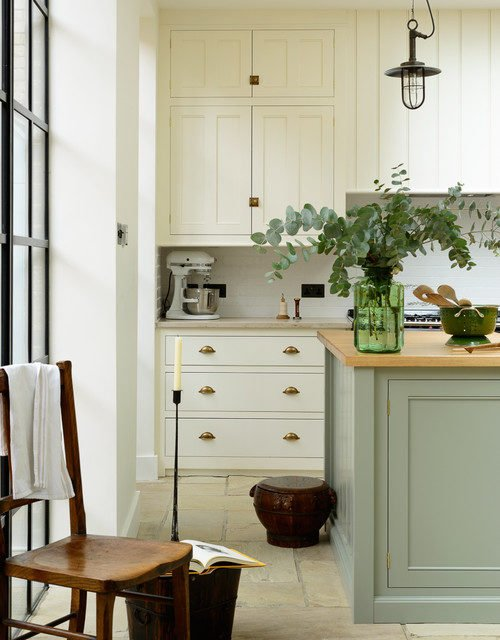 Bespoke kitchen with Shaker cabinetry