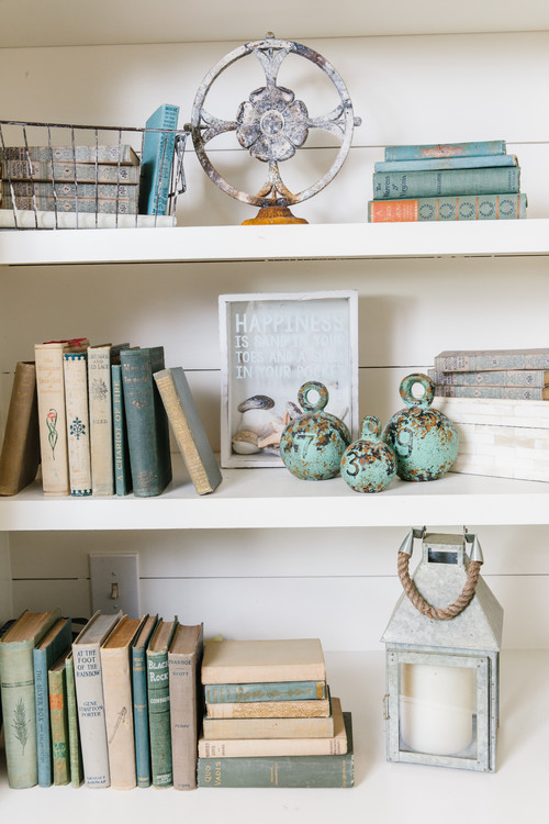 How To Decorate Small Second Living Room Off Of Kitchen: How To Decorate With Vintage Books