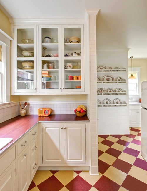 Retro kitchen in red and yellow
