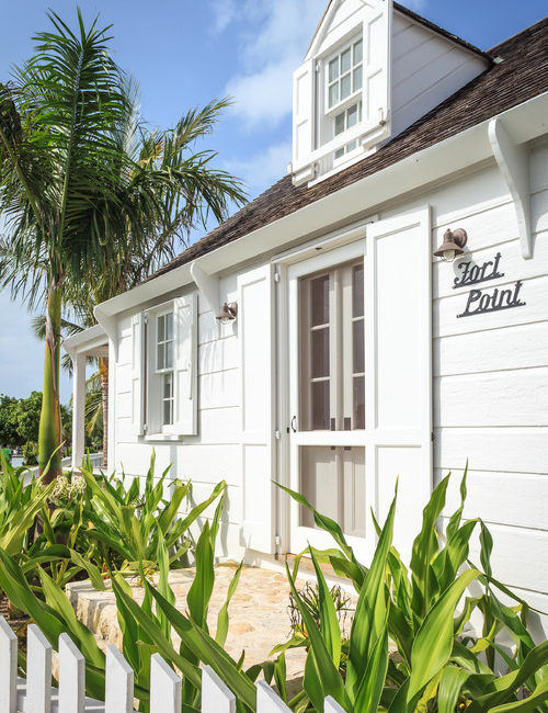Take a tour of a charming Bahamas cottage, complete with vaulted ceilings and outdoor pool