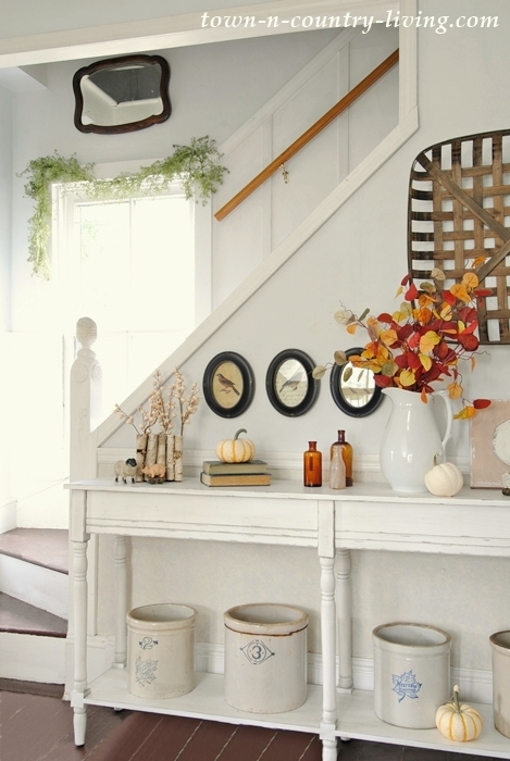 Fall farmhouse tour in country neutrals