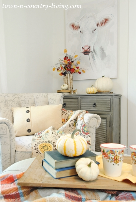 Farmhouse sitting room decorated for fall