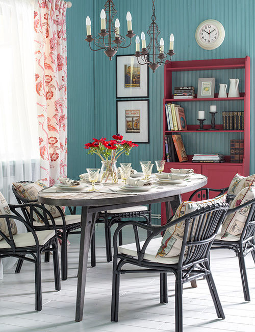 Colorful Russian House - dining room