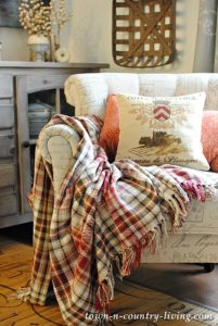Cozy Living Ideas with Candles and Blankets