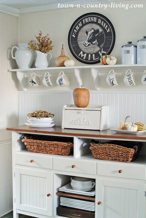 Fall decorating in a farmhouse kitchen