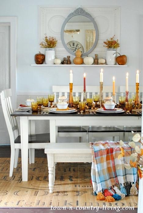 Farmhouse Style Thanksgiving Table Setting