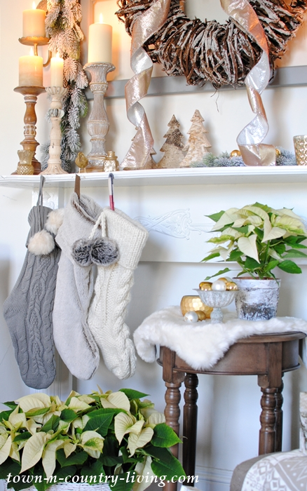Cozy Christmas Mantel in Neutral Tones