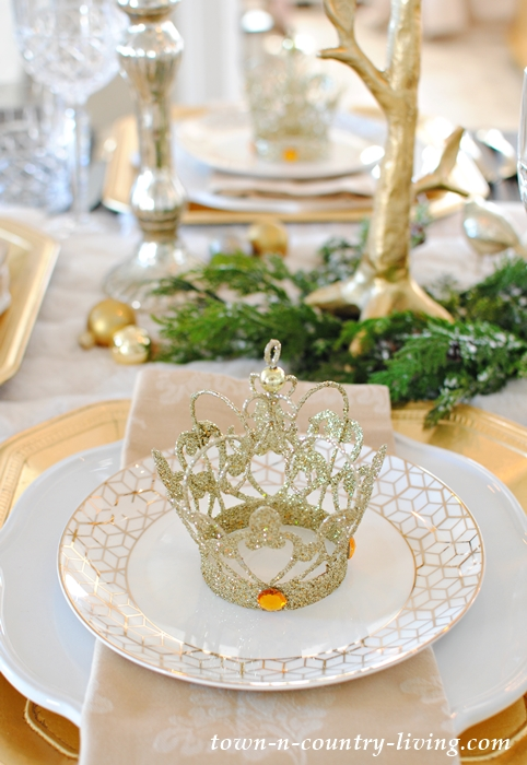 Gold and Crystal Christmas Table Setting