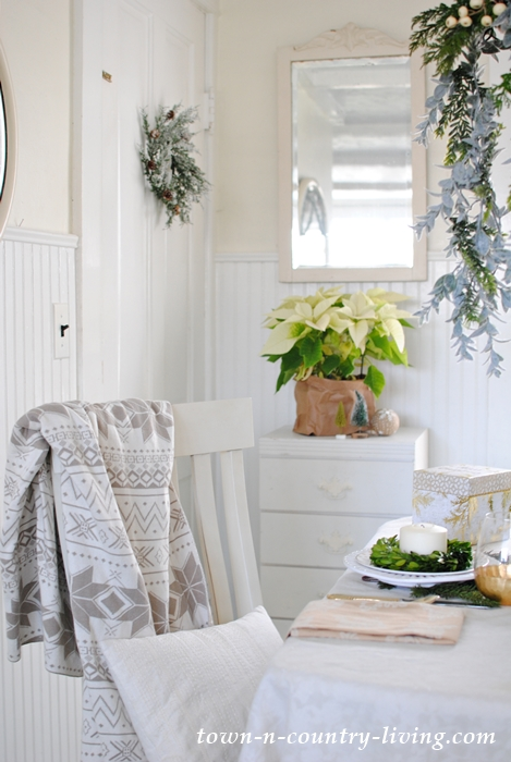 Christmas morning in a farmhouse breakfast nook